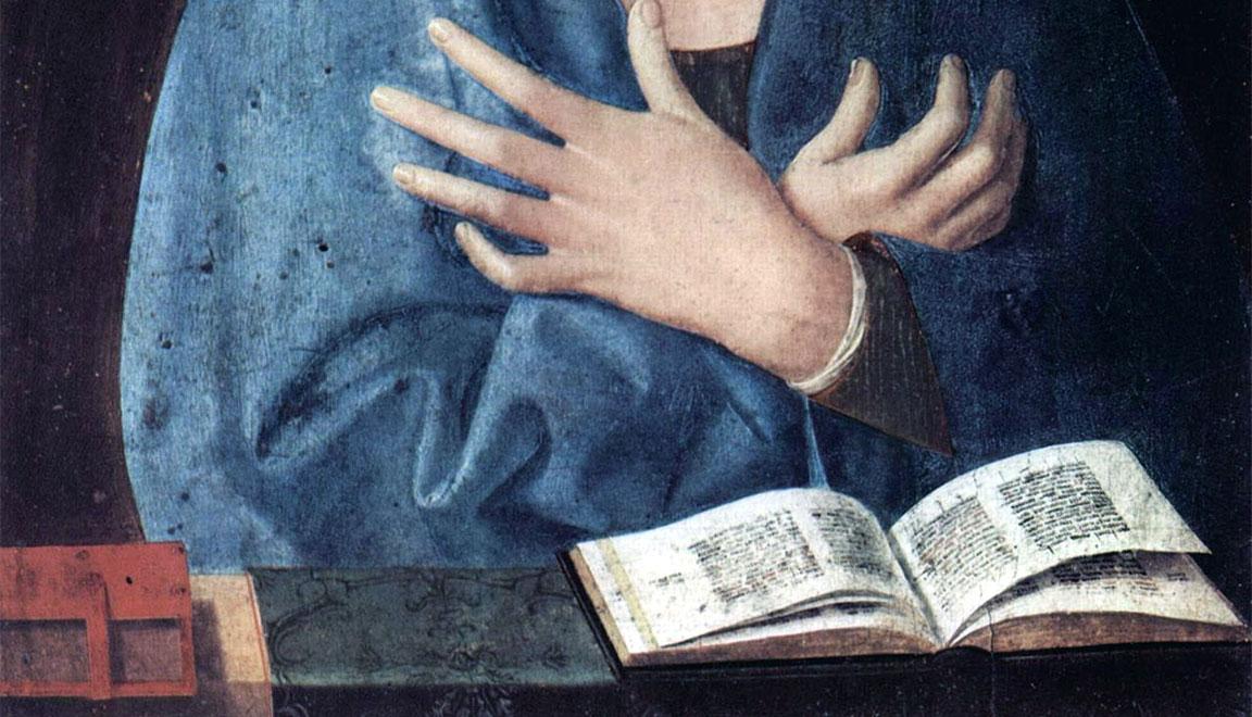 Annunciata di Monaco: dettaglio di mani e libro