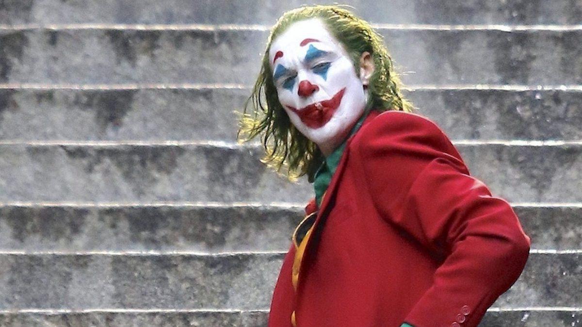 Joker sulla scalinata in una celebre scena del film