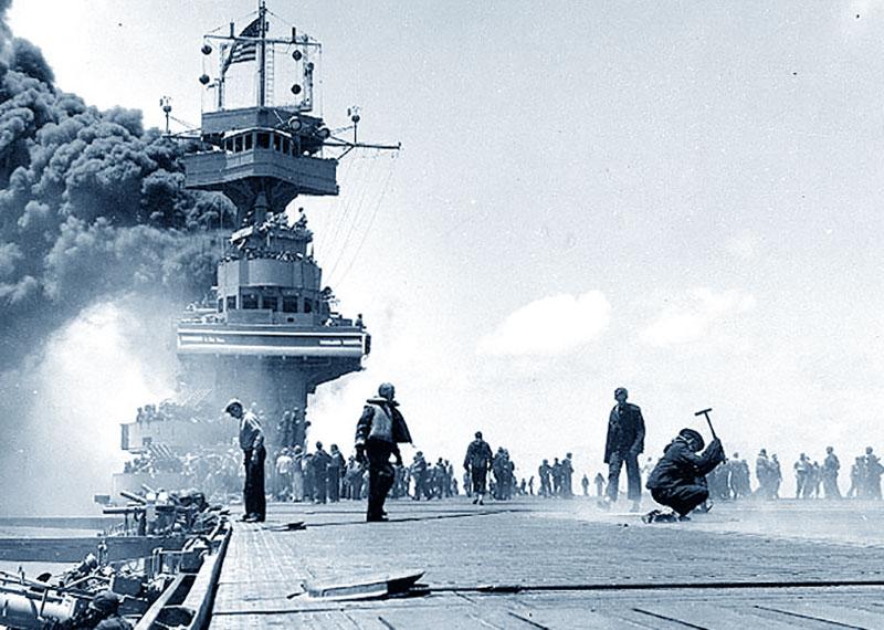 Midway: portaerei in fiamme
