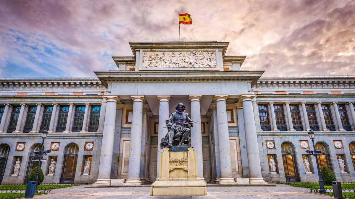 La facciata anteriore del Museo del Prado (Museo Nacional del Prado), a Madrid (Spagna)