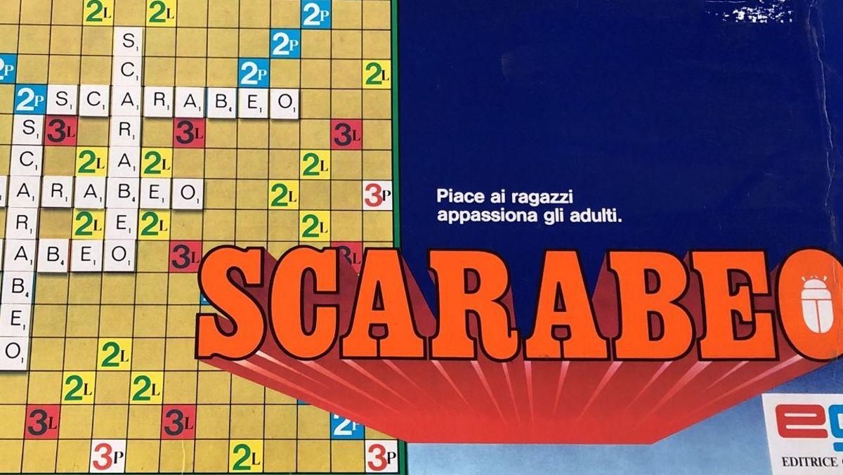 """Scarabeo: una scatola degli anni '80. Lo slogan: """"Piace ai ragazzi, appassiona gli adulti."""""""