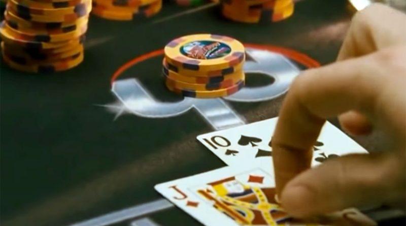 21: immagine tratta da una celebre scena del film con il gioco del blackjack