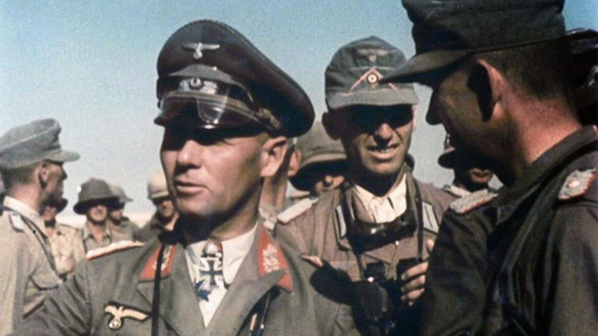 Erwin Rommel con il suo staff nel 1941, nel deserto durante la campagna del Nordafrica