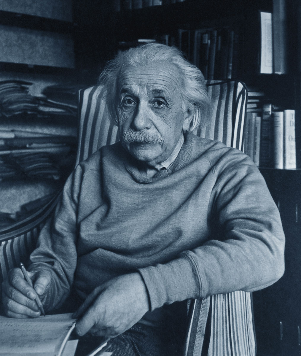 Albert Einstein mentre scrive
