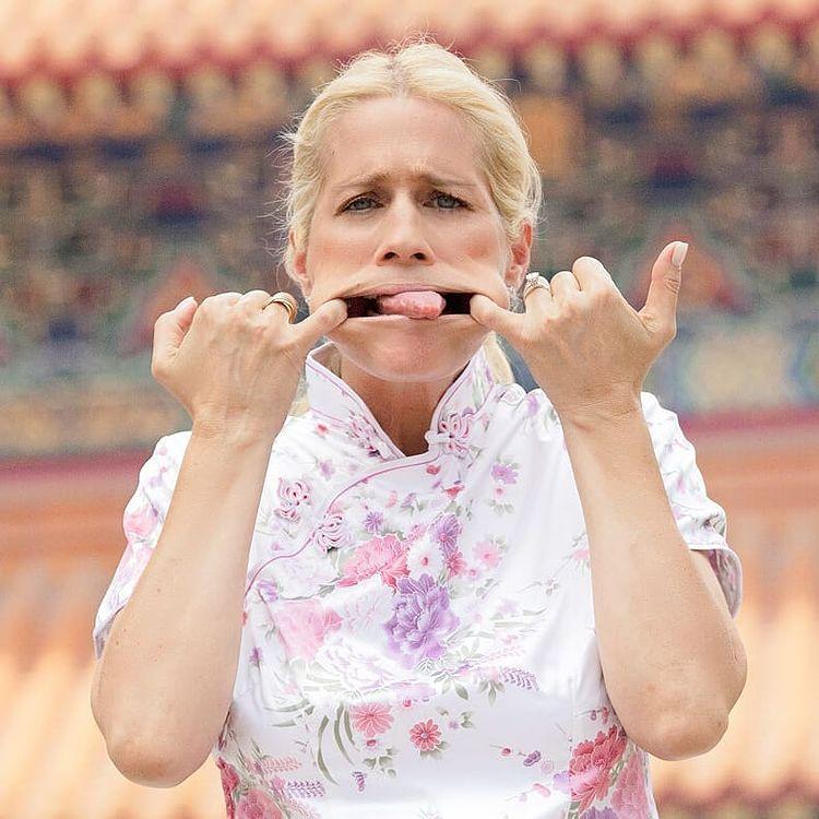 Heather Parisi fa la linguaccia agli haters