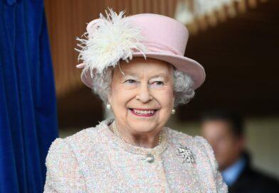 """""""Elisabetta e le altre: dieci donne per raccontare la vera regina"""": il libro di Eva Grippa"""