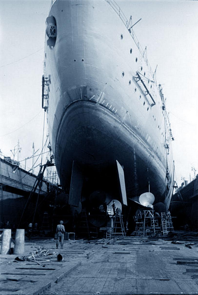 La nave Bismarck fotografata in porto